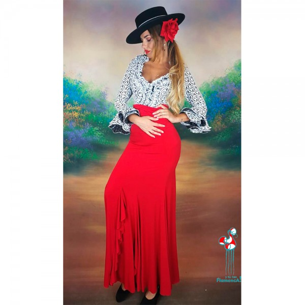 Falda de ensayo de flamenca color rojo combinación con camisa flamenca